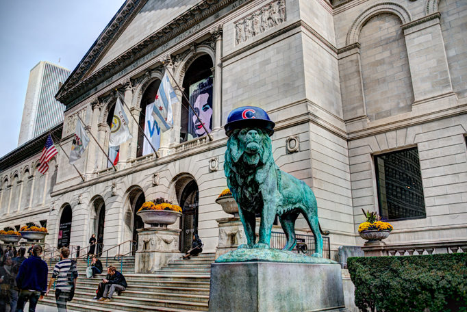Art Institute of Chicago lion wearing Cubs hat for 2016 World Se